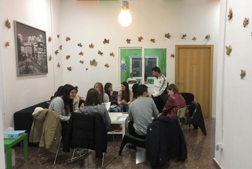 Clases de conversación gratuitas en Academias Capital